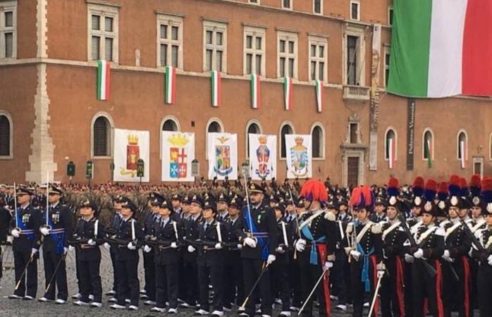 Le Forze Armate a Piazza Venezia per il 4 novembre